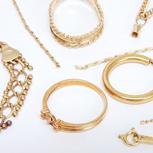 壊れていても大丈夫です。切れたネックレスや片方のピアス、石取れや変形したリング、金歯など金プラチナ製品であれば何でも買取致します。