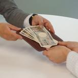 手数料0円!買取手数料などは一切ありませんのでご安心ください。店頭買取でしたらその場で全額現金払い致します。持ち込みしたのに支払いは後日銀行振り込みなどの面倒はありません。